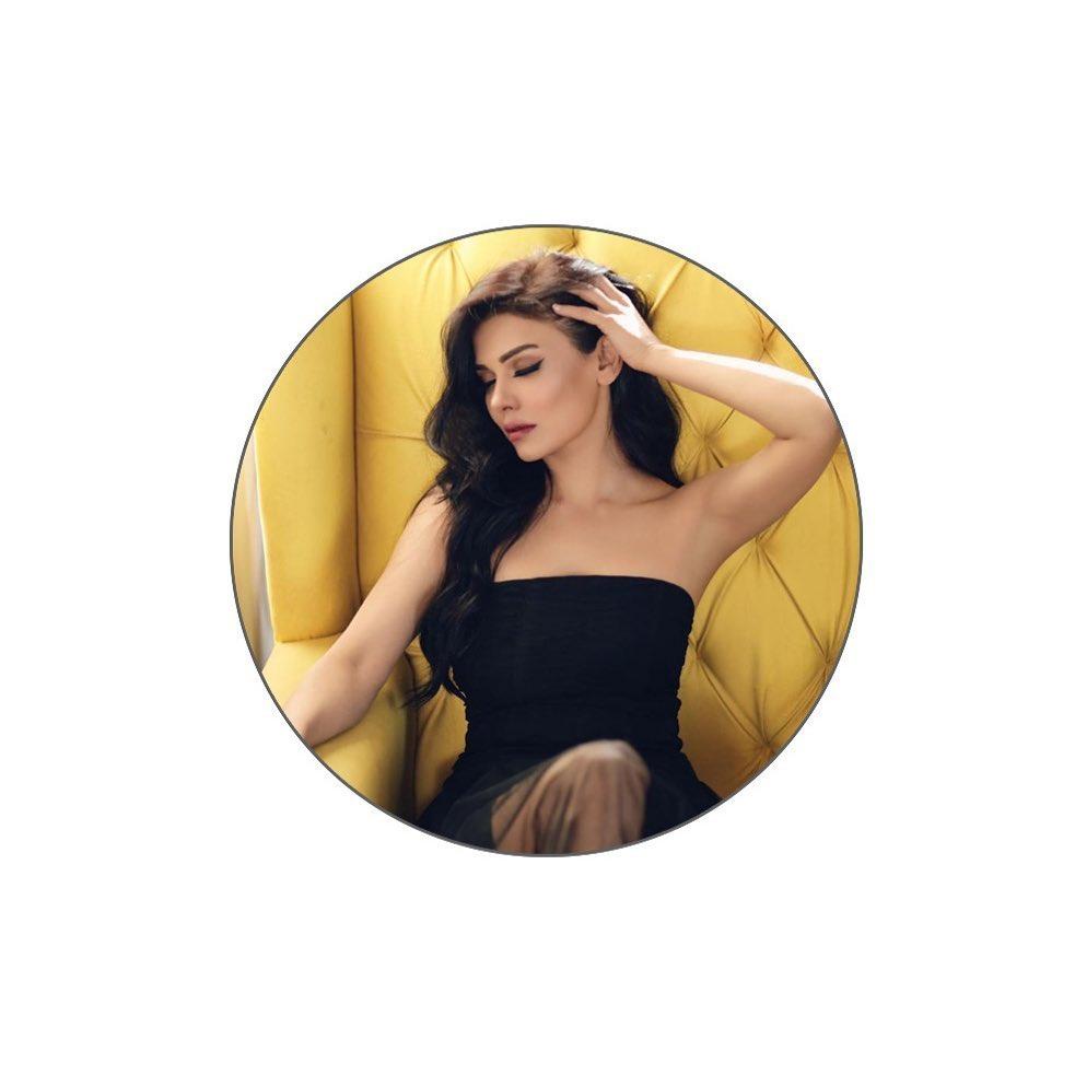 Latest Bold Photos Of Sara Loren