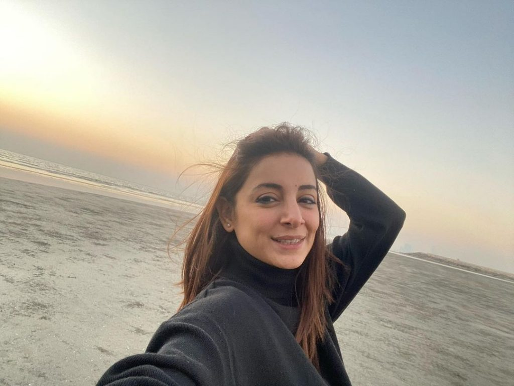That How Sarwat Gilani Loves Her Country - Admiring Pictures