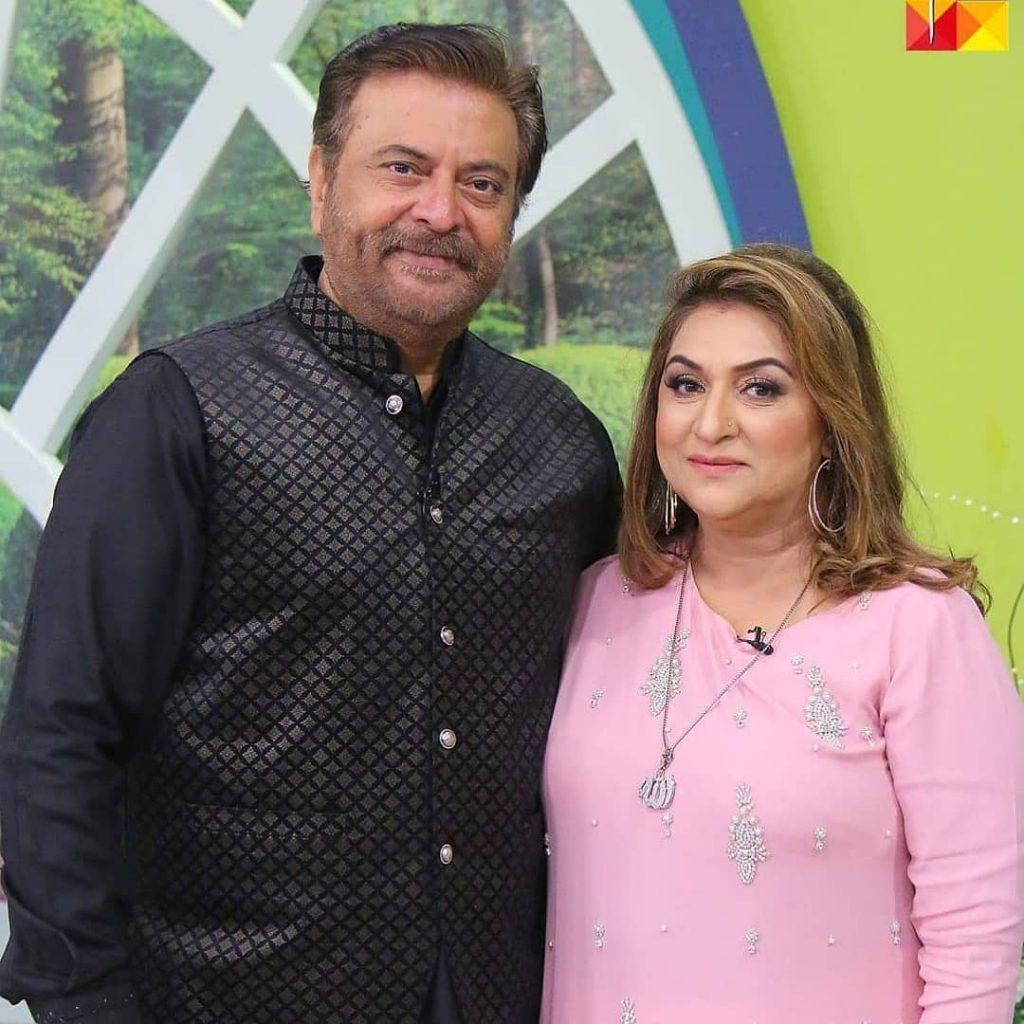 Shabbir Jan Pictures With Wife Farida Shabbir