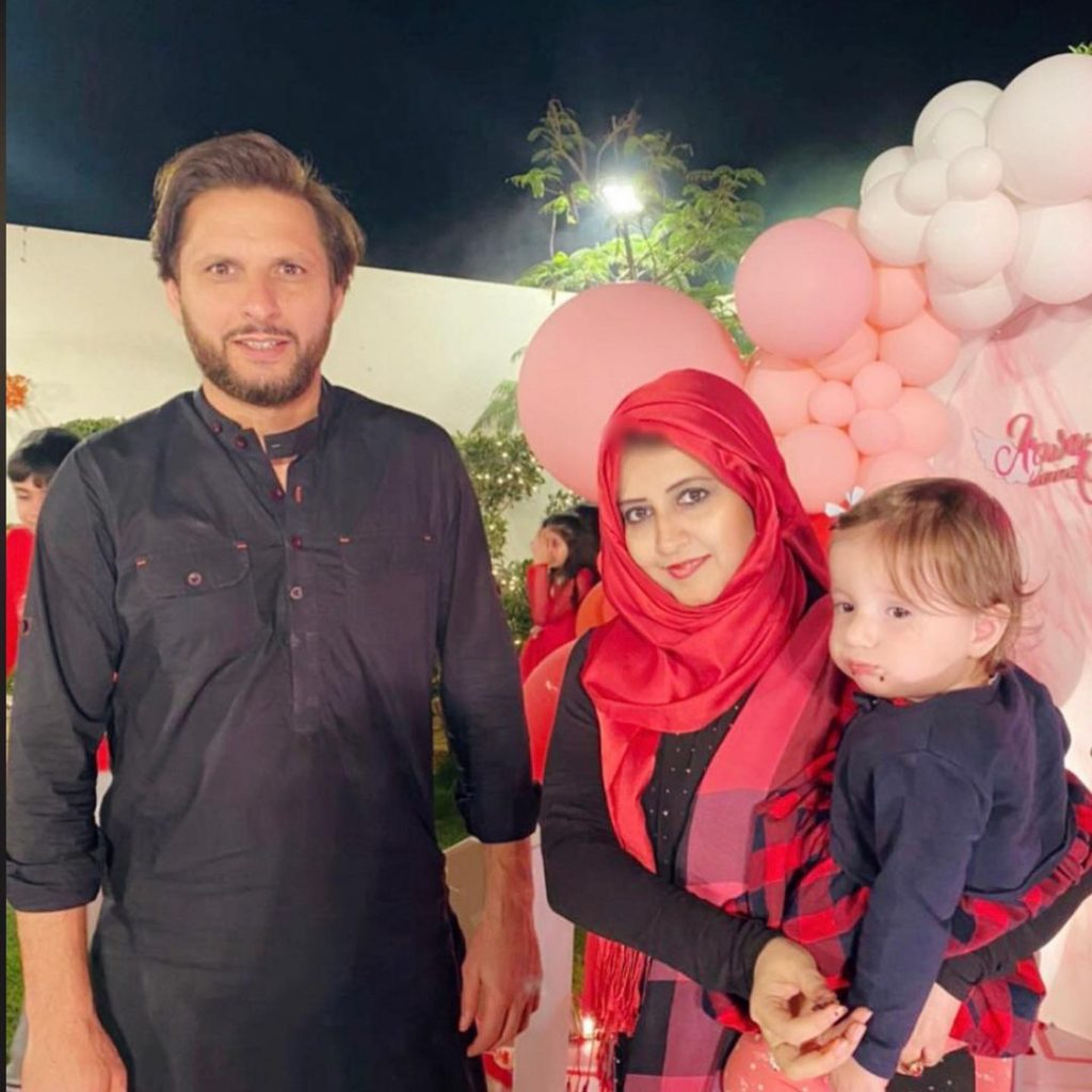 Syeda Bushra Iqbal Shares Pictures With Shahid Afridi's Daughter