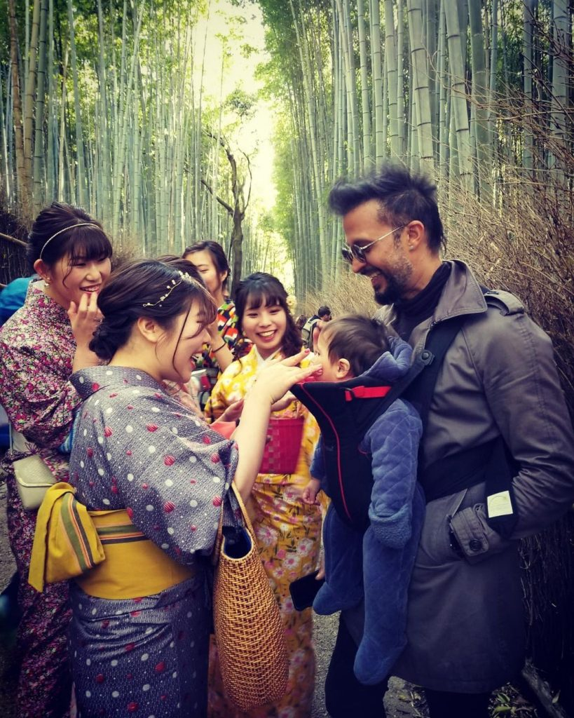 Adorable Pictures of Ali Kazmi With His Kids and Wife