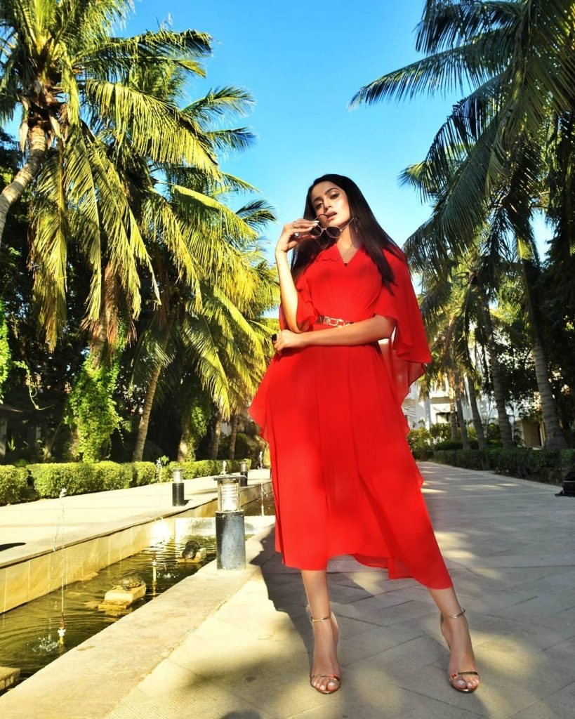 Sizzling Pictures of The Rockstar Zarnish Khan