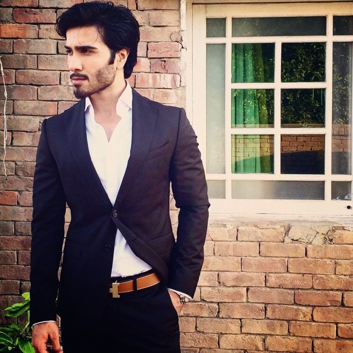 Netizens Compare Feroze Khan With This Indian Actor