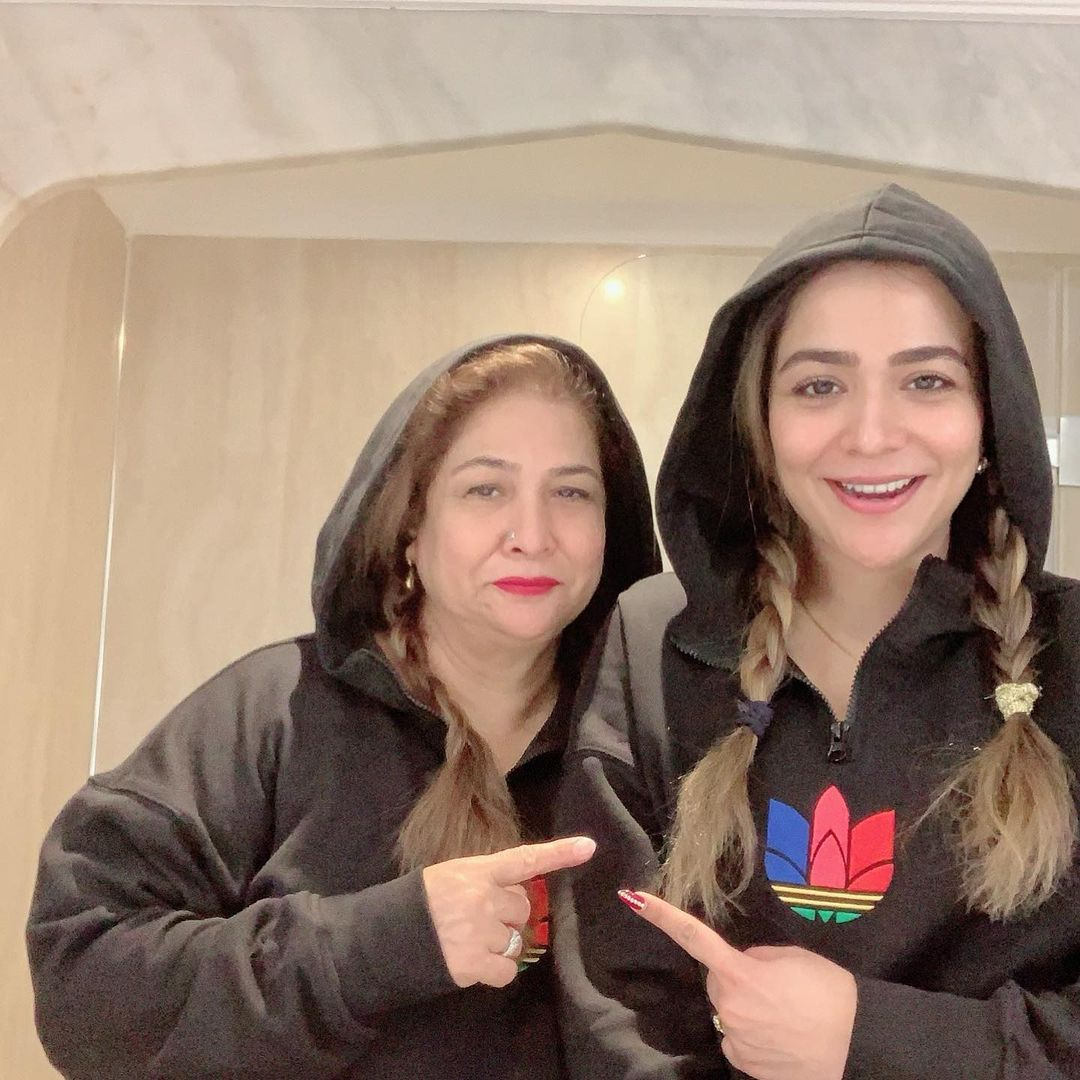 Actress Humaima Malik Shared New Beautiful Pictures with her Mother