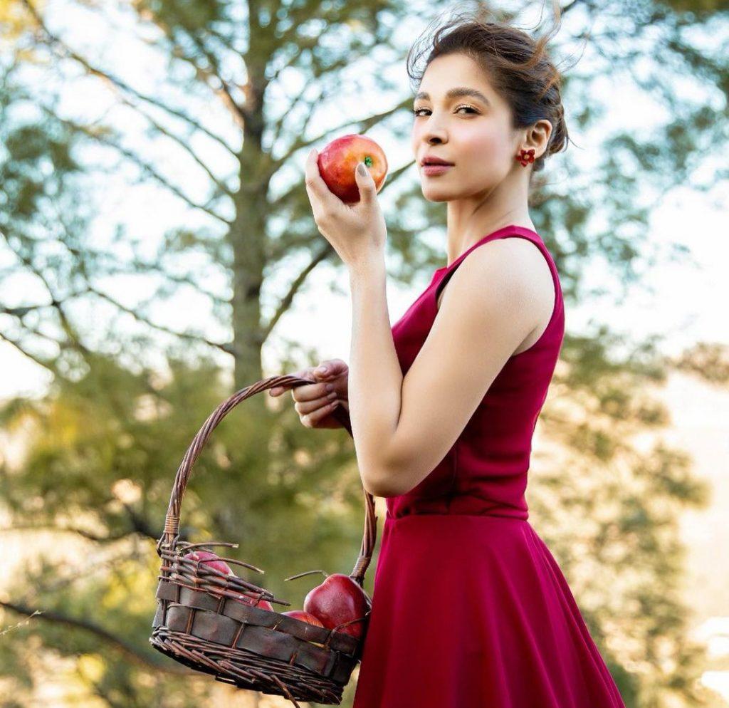 Ayesha Omar Talks About Her Makeup Essentials
