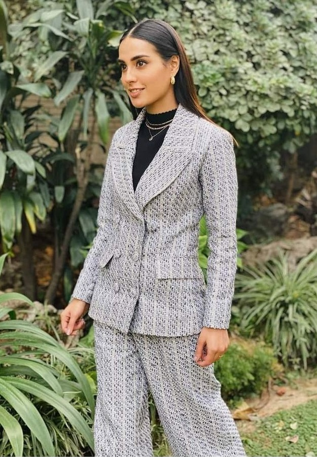 Top Pakistani Actresses In Stunning Suits