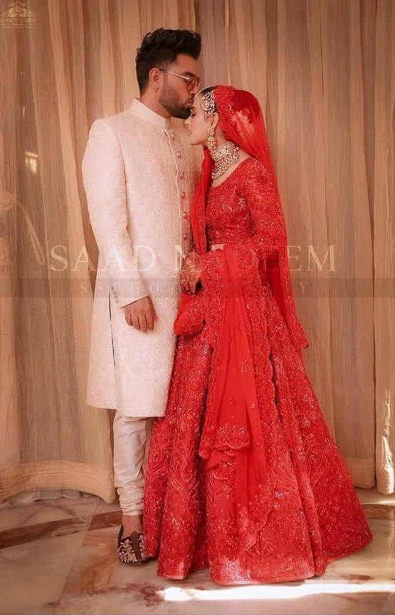 Iqra Aziz Penned Down An Adorable Note For Husband Yasir Hussain