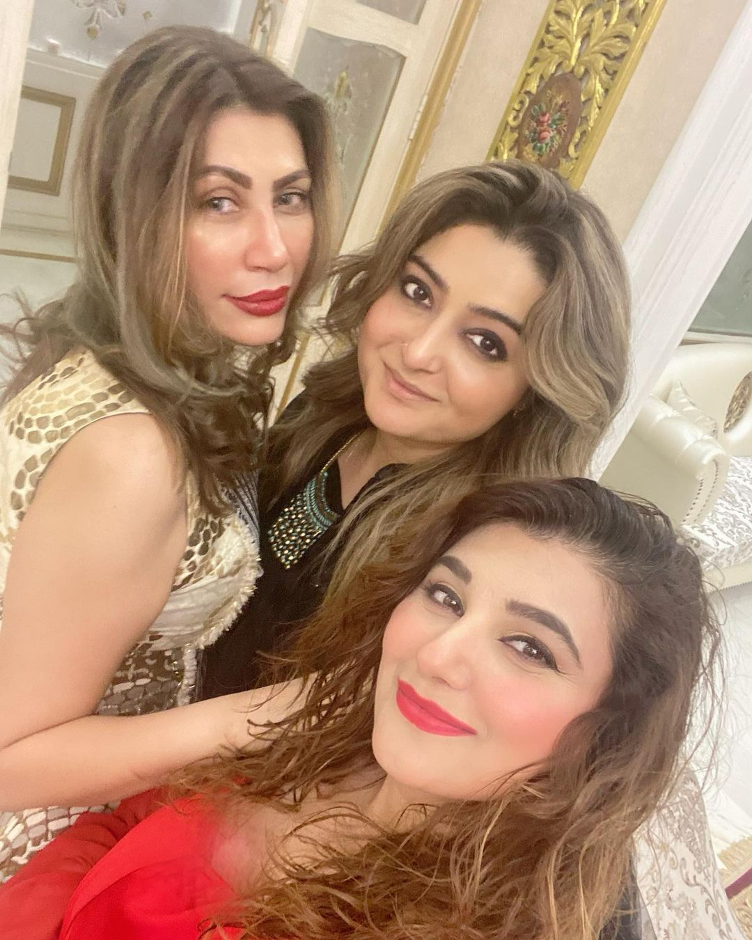 Actress Javeria Saud Dinner Party with Friends - Beautiful Pictures