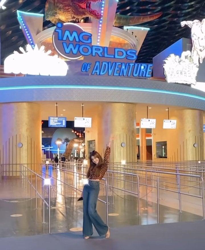 Saboor Aly And Kinza Hashmi Vacationing In Dubai