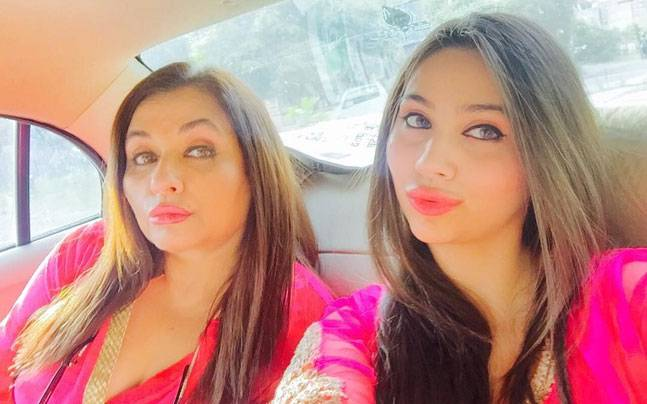Salma Agha with her Daughter Zara Khan - Latest Pictures