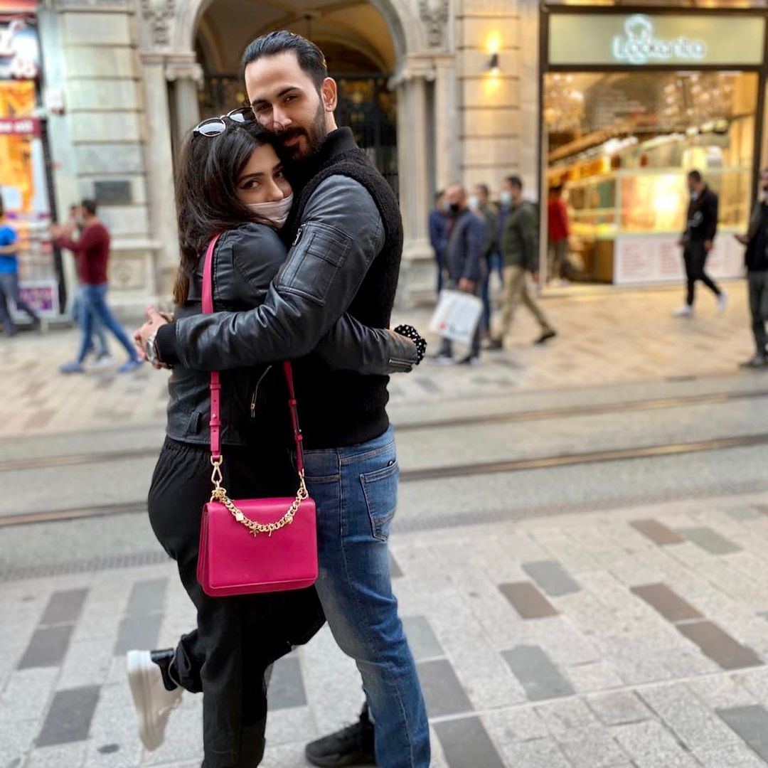 Shan Baig with his Wife Michelle - Latest Beautiful Pictures