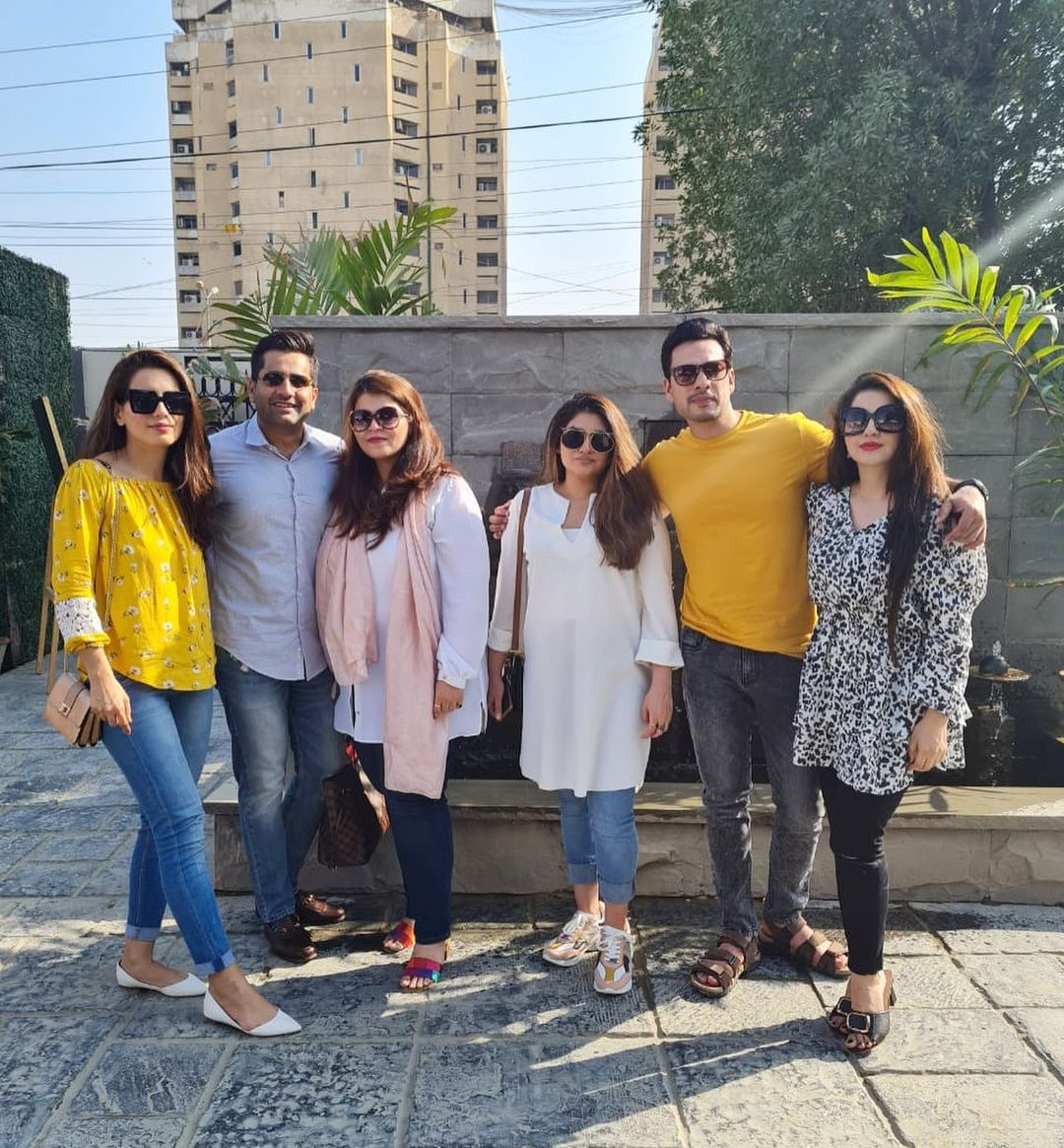 Fatima Effendi and Kanwar Arsalan Latest Pictures with Family
