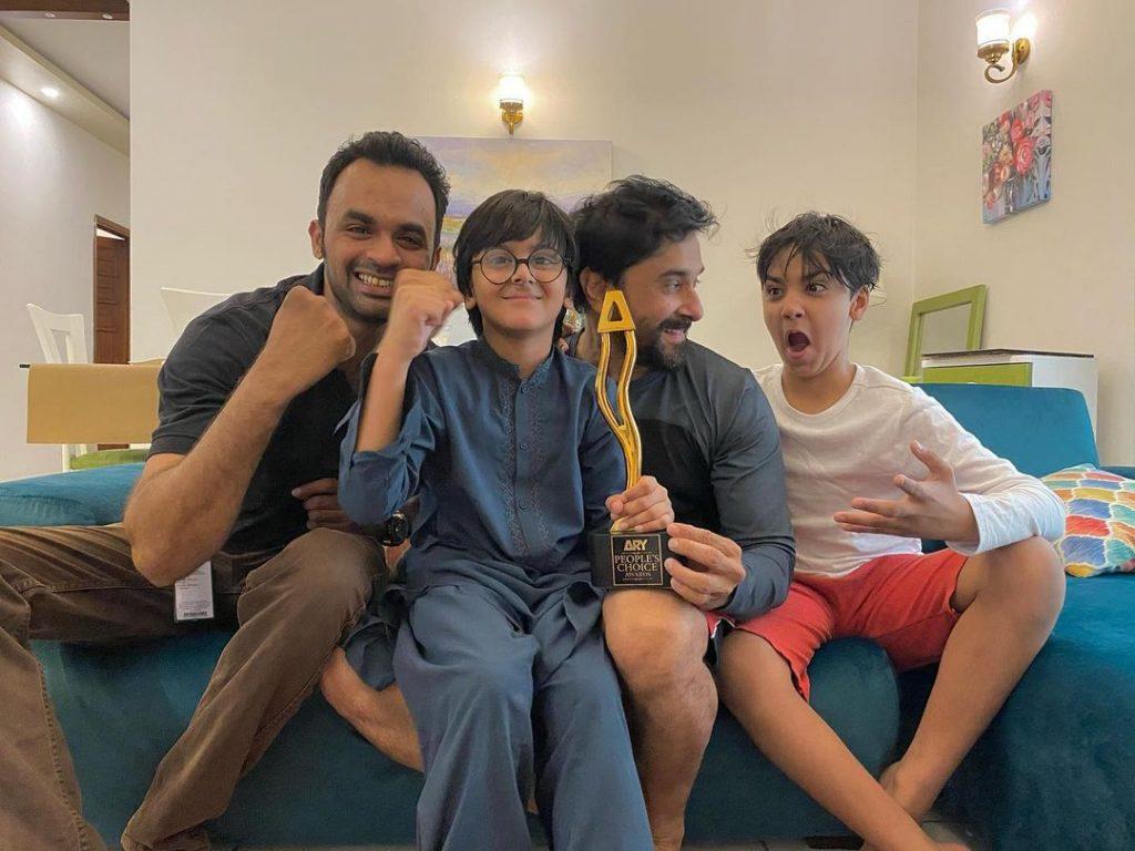 """Mard Bari Piyari Cheez Hai"" - Hira Mani Dedicated Award To The Men In Her Life"