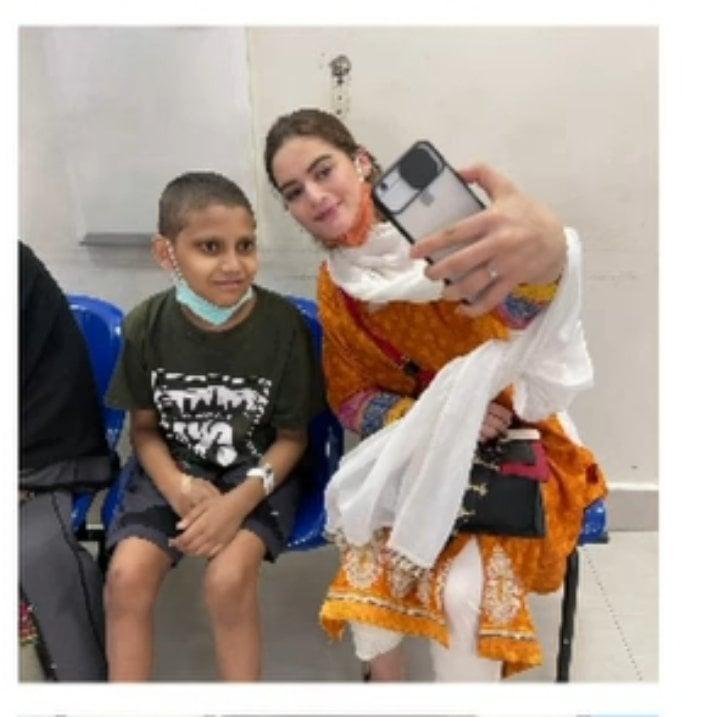 Minal Khan Visits Children Fighting Cancer