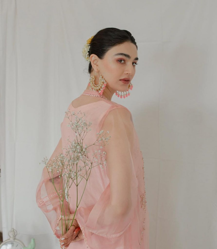 Saheefa Jabbar Gracefully Carries The Traditional Look In Her Latest Shoot