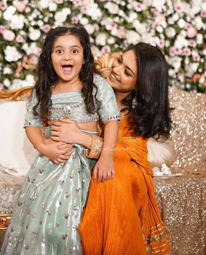 Sanam Jung Recent Adorable Clicks With Daughter