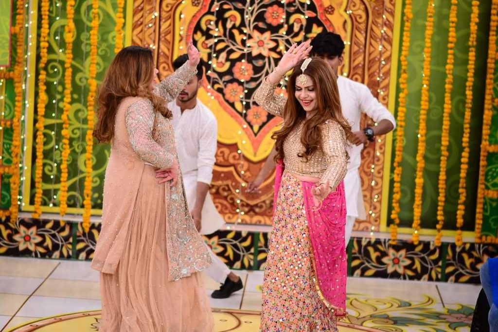 Amber Khan Dance With Daughter From Good Morning Pakistan