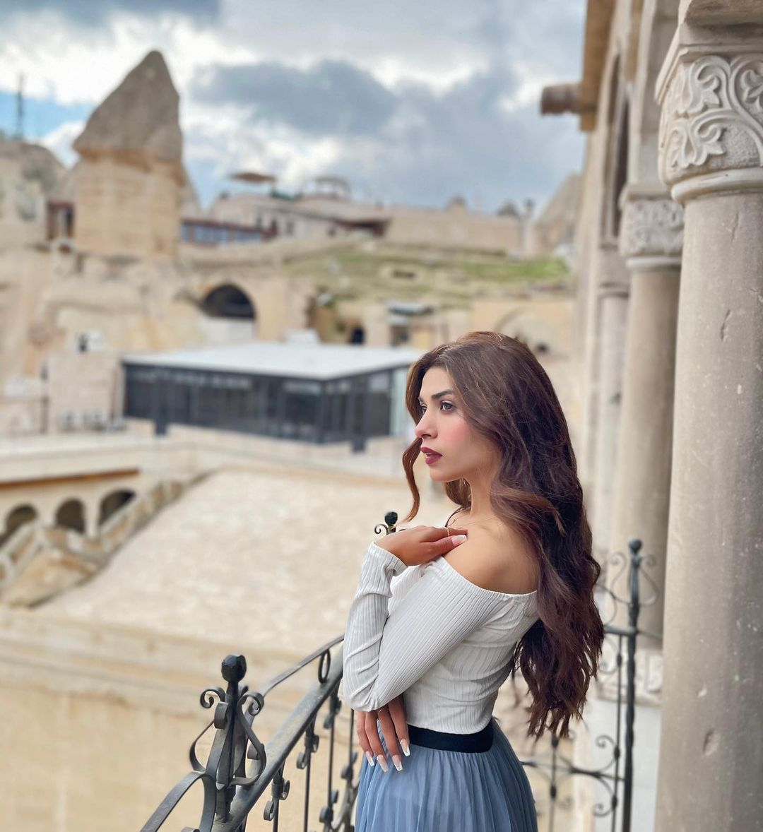 Latest Pictures of Actress Mahi Baloch from Turkey