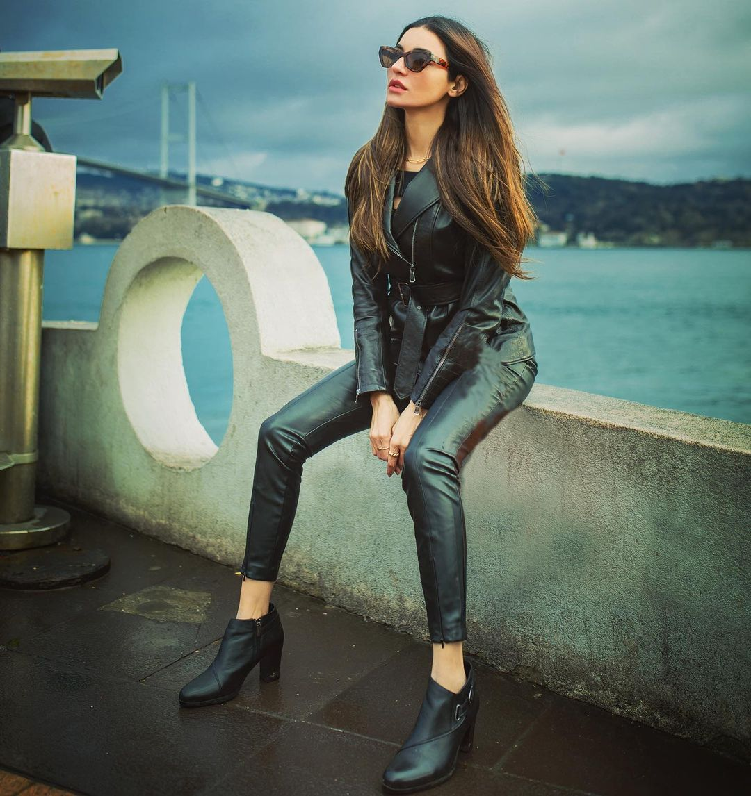 Gorgeous Actress Sadia Khan in Istanbul Turkey - Beautiful Pictures