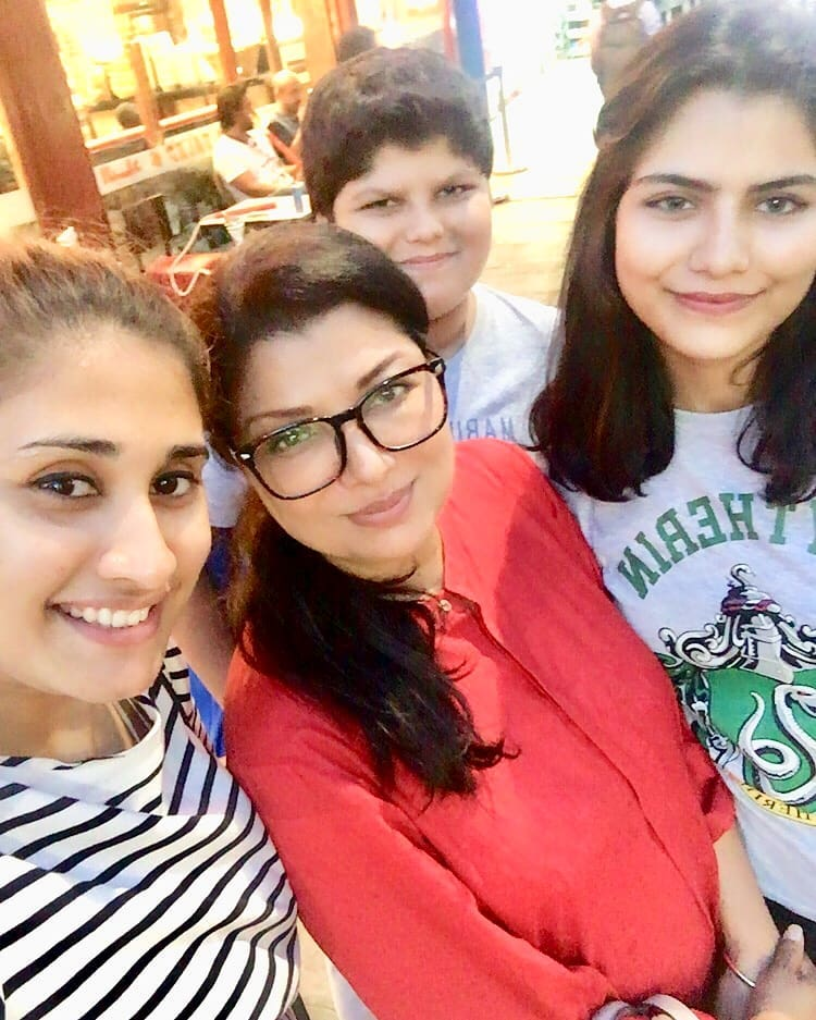 Beautiful Family Pictures of Actress Shaheen Khan