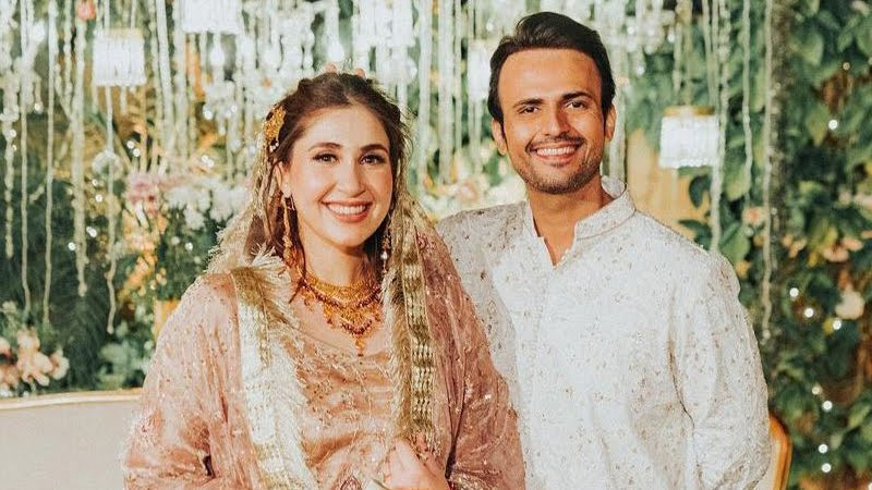 Usman Mukhtar Talks About Wife - Treats Fan With a New Picture