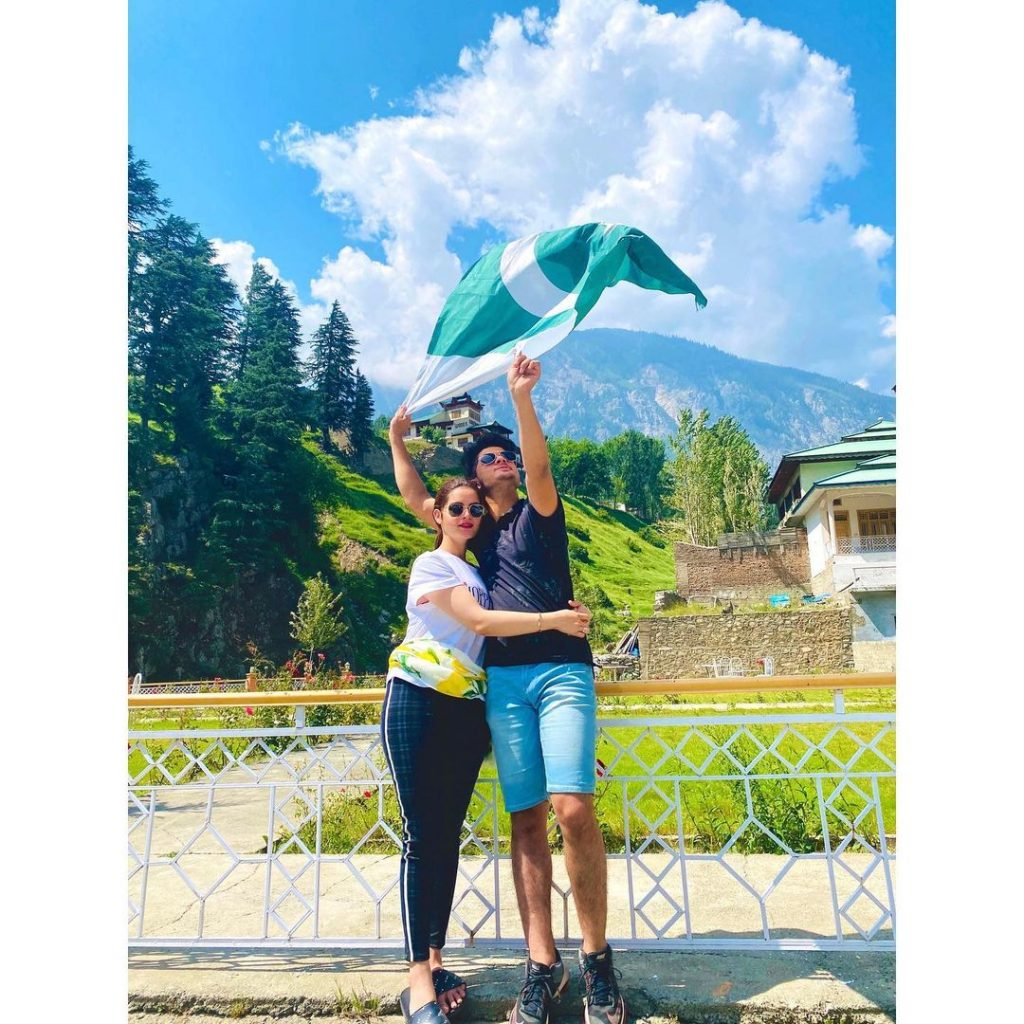 Aiman And Minal's Latest Pictures With Their Brothers