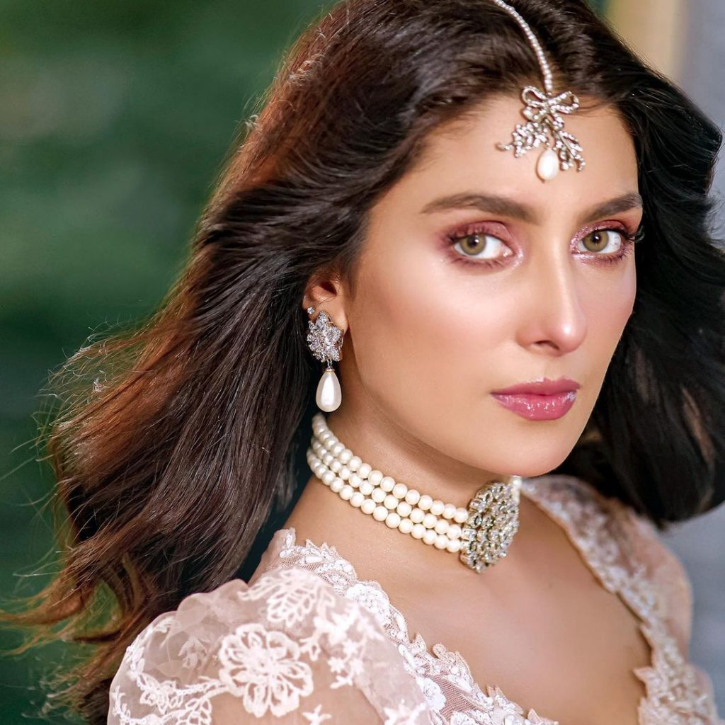 Ayeza Khan Left Fans Gushing With Her Latest Photoshoot