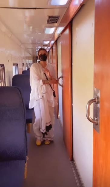 Hira Mani Travels To Karachi By Train