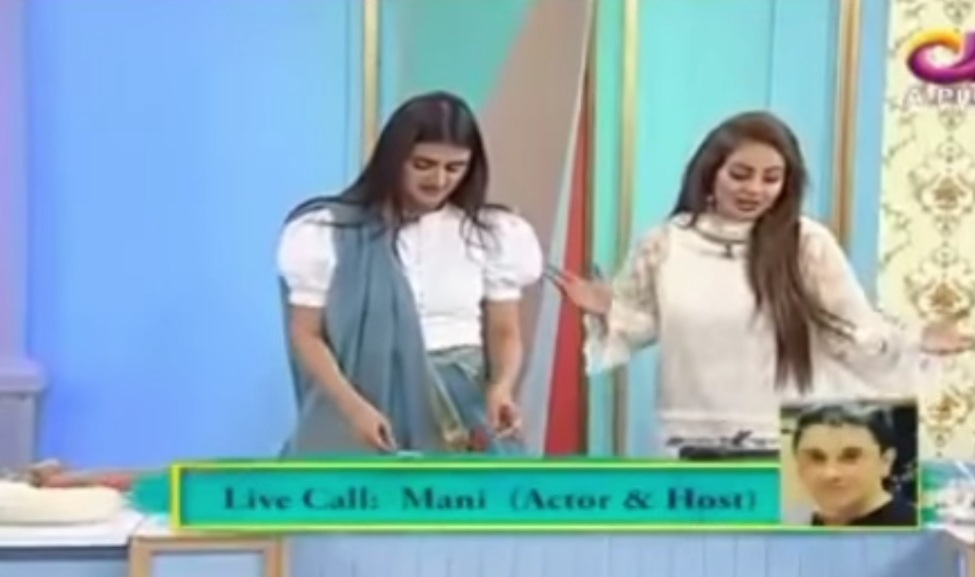 Hira Mani Showing Her Cooking Skills In Live Show