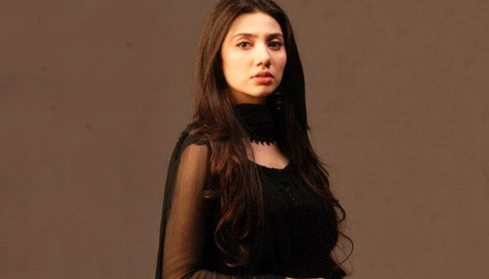 Mahira Khan Jamming On Hamsafar's OST