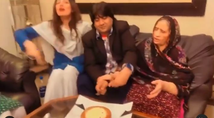 Rabia Butt Celebrates Her Father's Birthday With Family