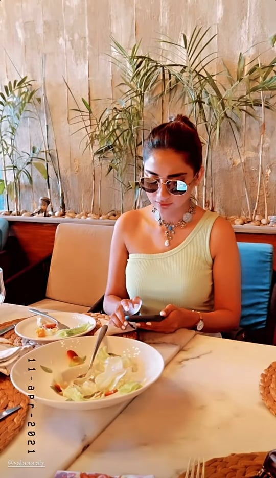 Saboor Aly Enjoying Brunch With Her Close Friends