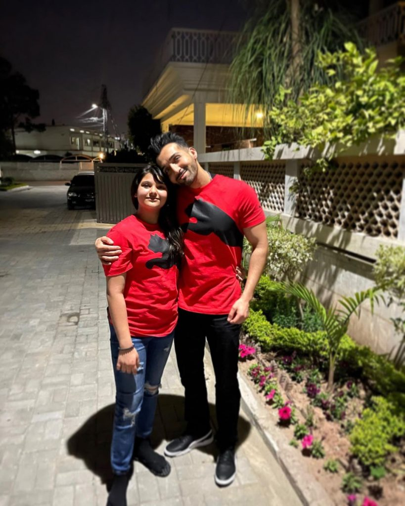 Sham Idrees Vacationing In Pakistan With Family
