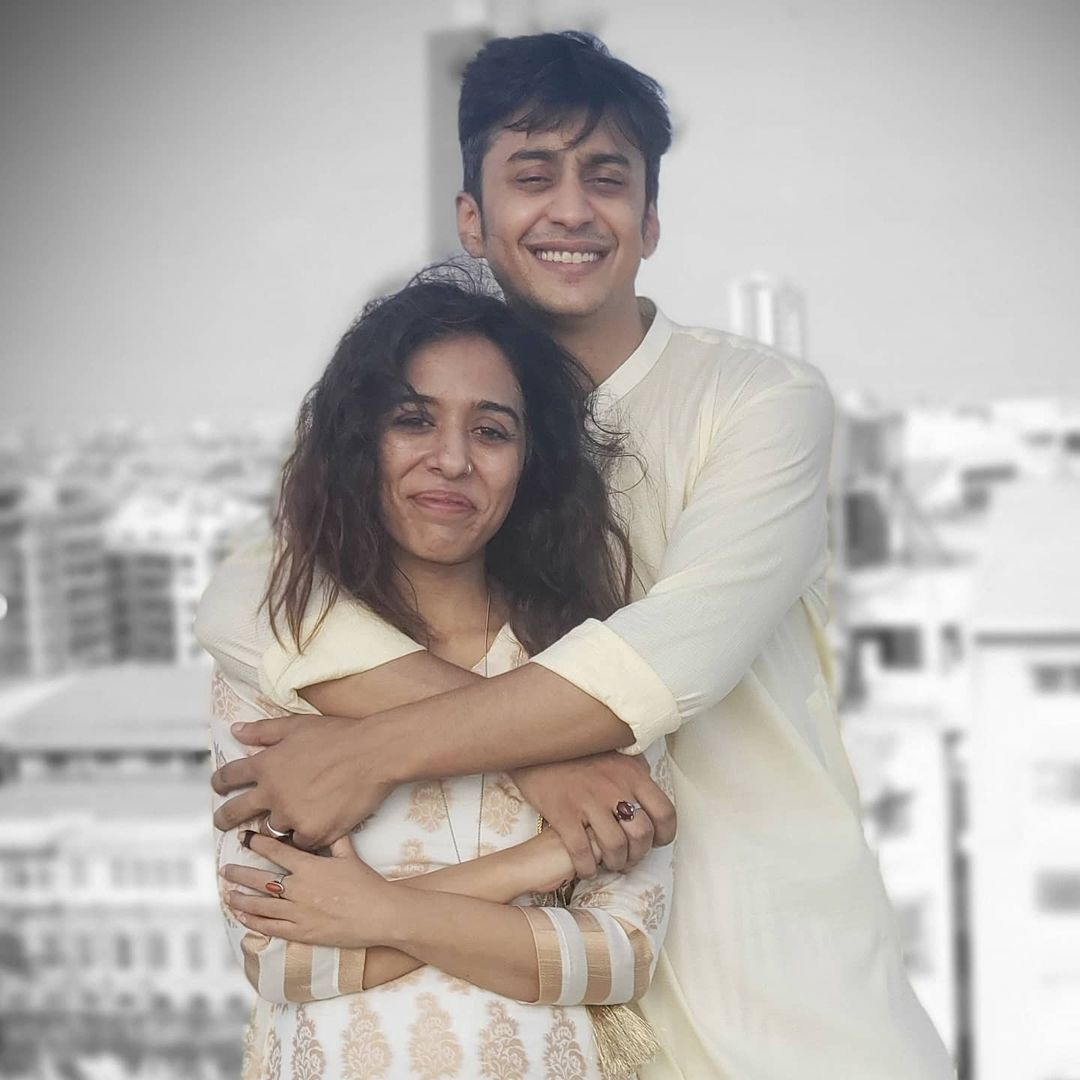 Yasra Rizvi Shares An Adorable Picture With Her Newborn