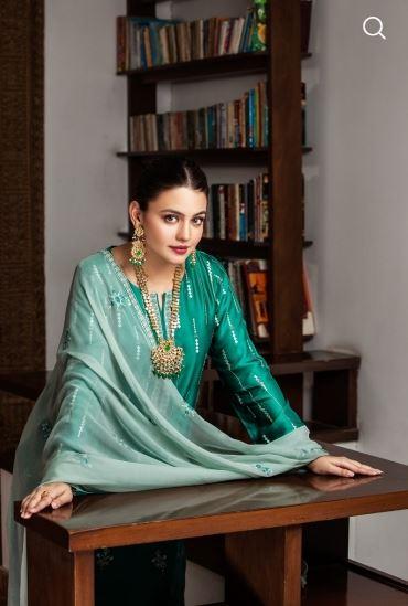 Nishat Linen's Latest Luxury Collection Featuring Zara Noor Abbas