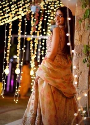 Zarnish Khan Looked Ravishing On Set Of Upcoming Telefilm