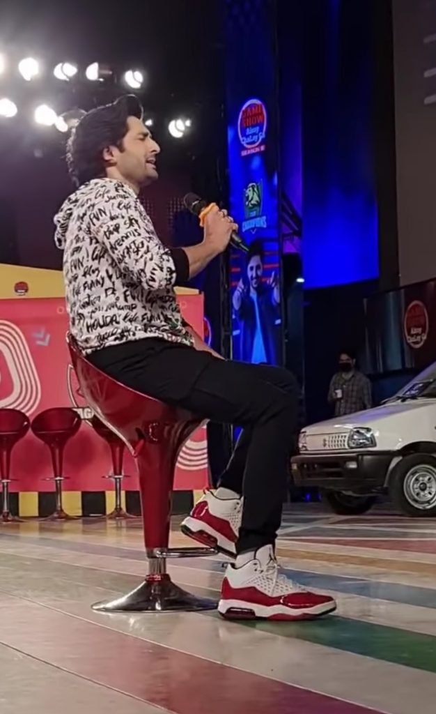 Fans Loved Danish Taimoor's Unplugged Version Of Tujhey Kitna Chahney Lagay