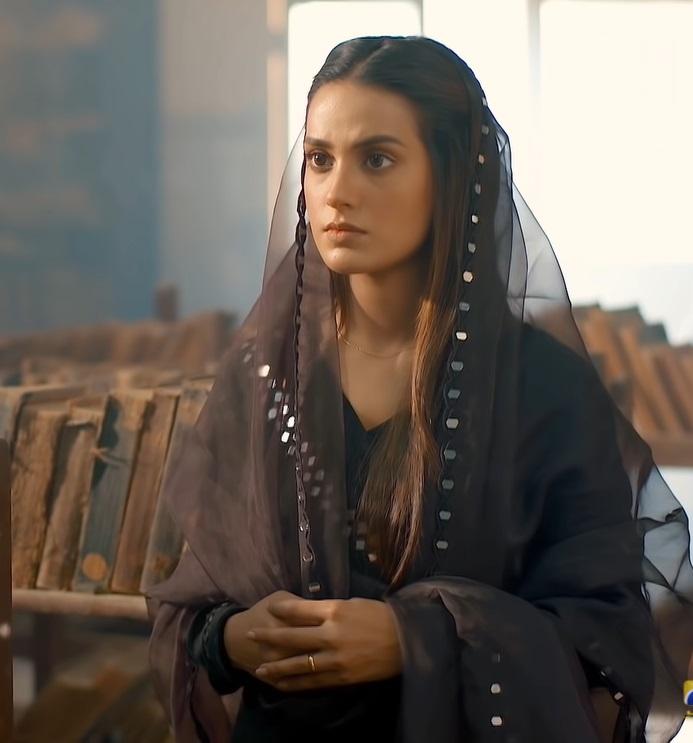Stunning Looks & Outfits of Iqra Aziz From Khuda Aur Mohabbat 3