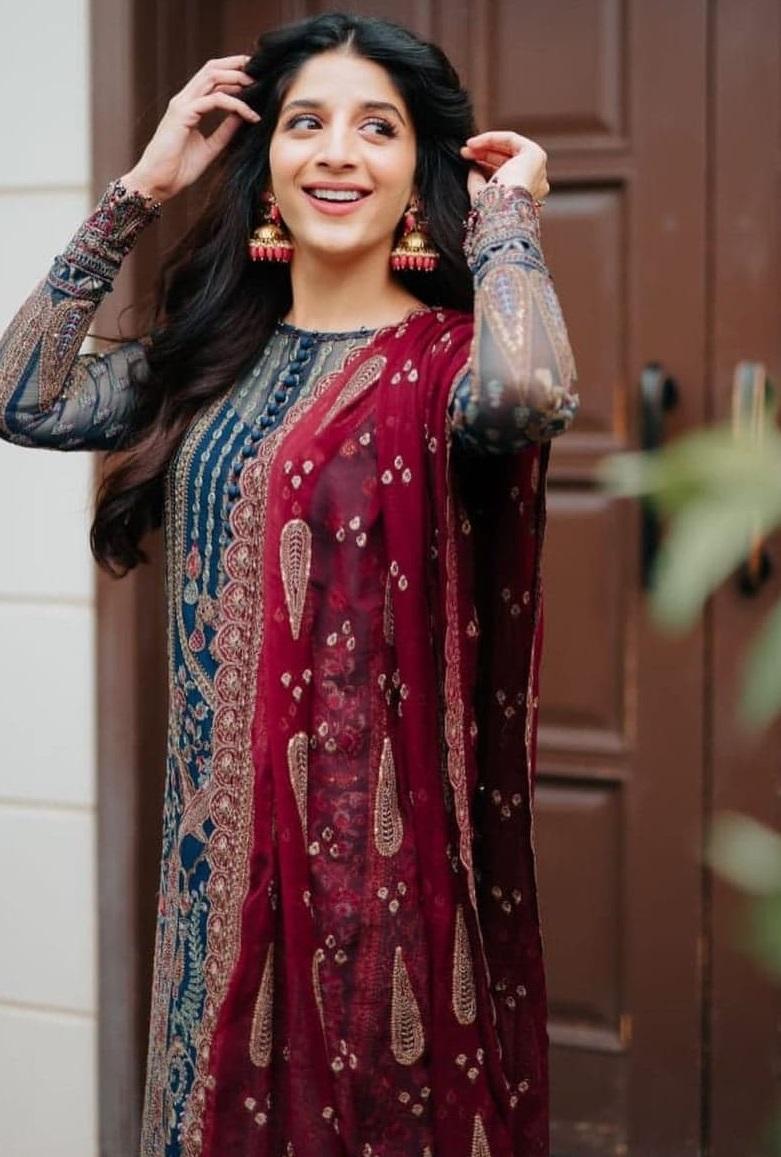 Best Dressed Pakistani Celebrities on Eid 2021