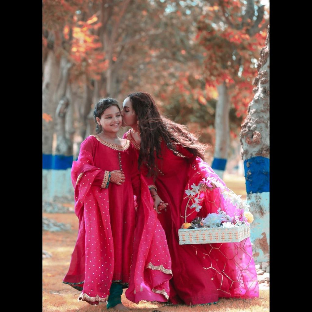 Adorable Portraits Of Nimra Khan And Her Sister Celebrating Eid-ul-Fitr Day 2