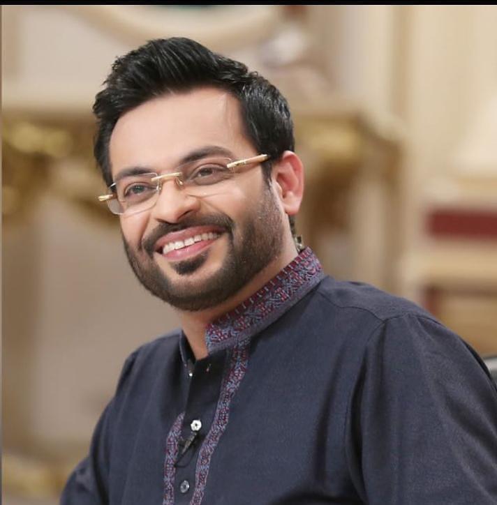 Aamir Liaquat Hussain Makes Fun Of Fahad Mustafa