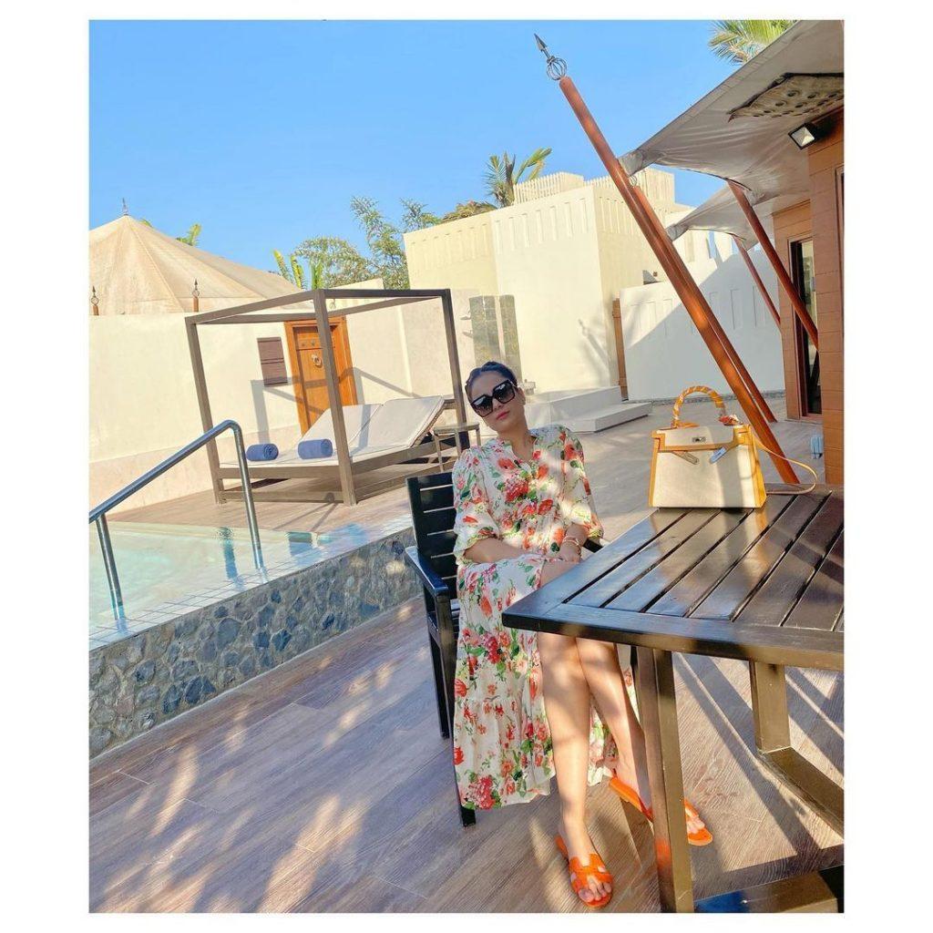 Alyzeh Gabol Spending Quality Time With Her Friends At Dubai Beach