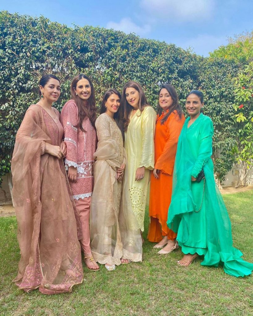 Ayeza Khan Spending Time With Friends - Beautiful Pictures