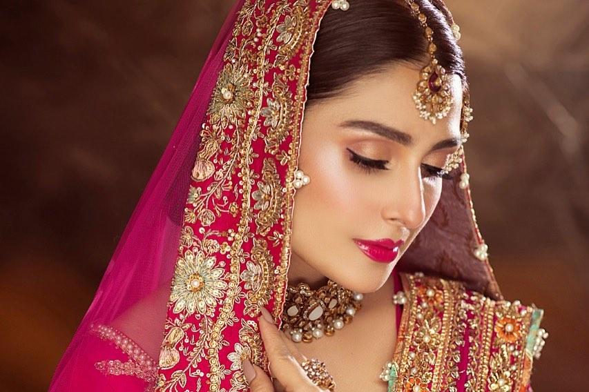 Ayeza Khan Looks Glorious In Bridal Shoot For Shoaib Khan