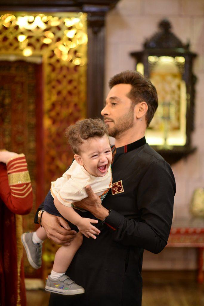 Faysal Quraishi With His Wife Sana And Kids At Shan-e-Sahoor