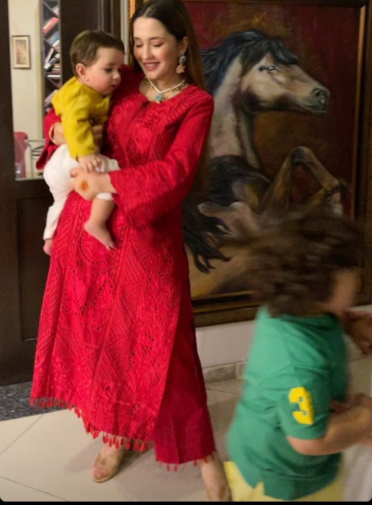 Naimal Khawar Eid Third Day Pictures With Son And Sisters