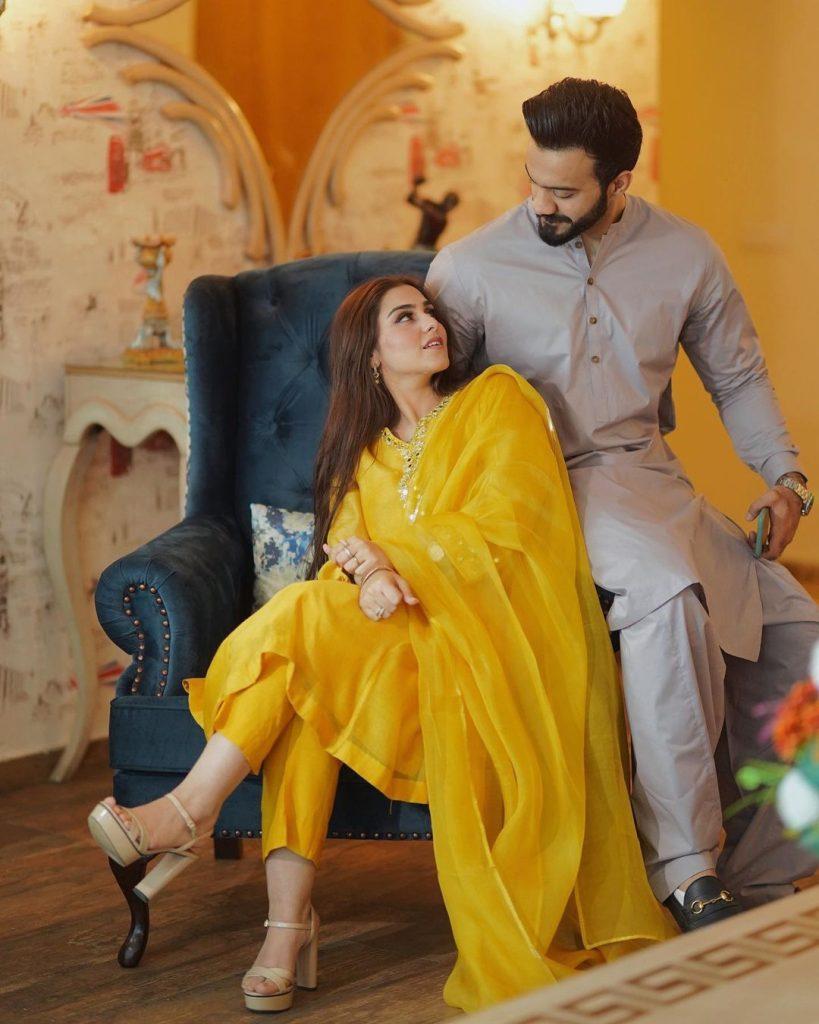 Aima Baig Sister Komal Baig Pictures With Husband