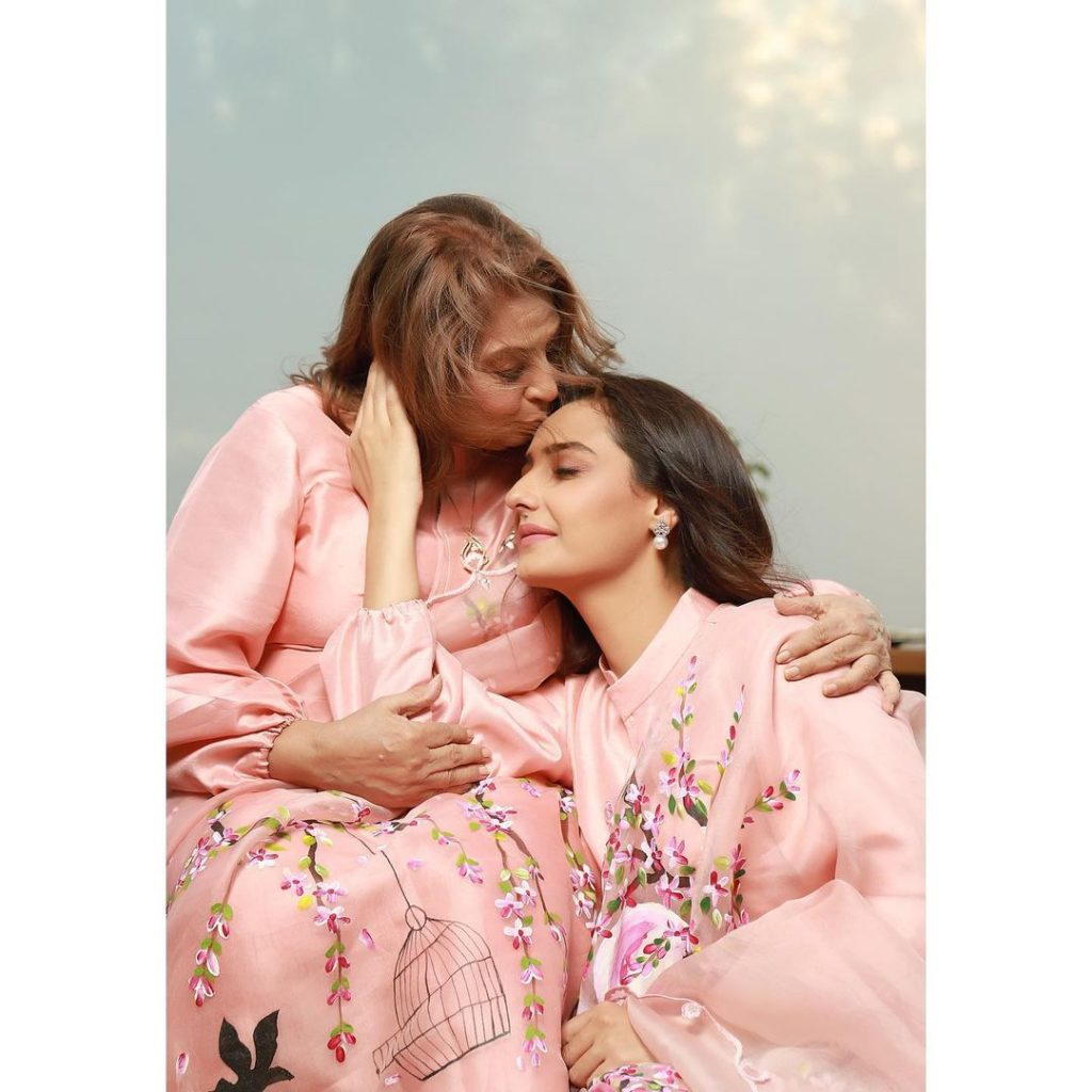 Momal Sheikh With Her Mother And Daughter-Adorable Pictures
