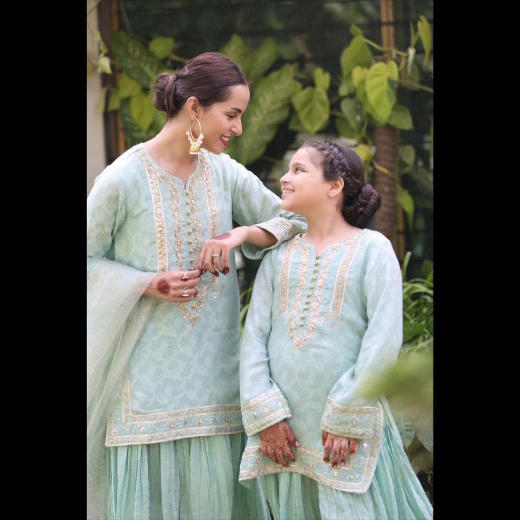 Nimra Khan And Her Sister Twinning In Matching Outfits On Eid
