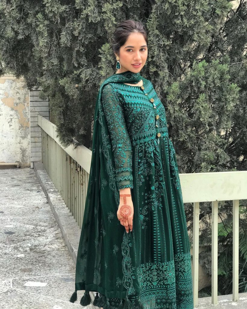 Latest Beautiful Pictures Of Actress Sabeena Farooq